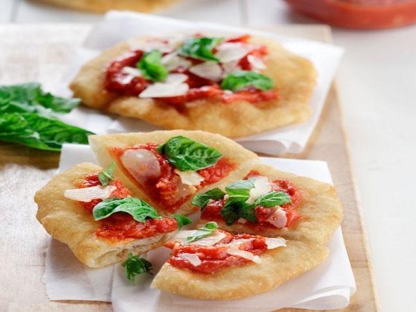 Bacon, Egg & Asparagus Pizza