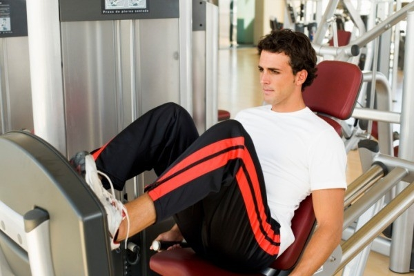 Workouts: 20 Best Workouts for Sexy Toned Thighs :One leg extension on the bed