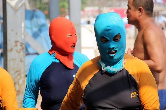 Bizarre Fashion Trend: Facekinis