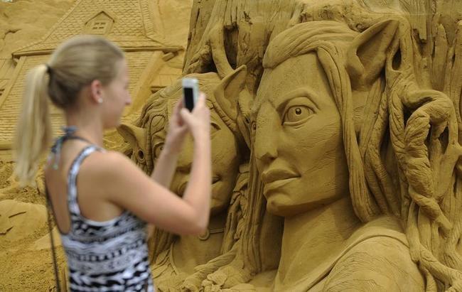 BELGIUM-ARTS-SAND