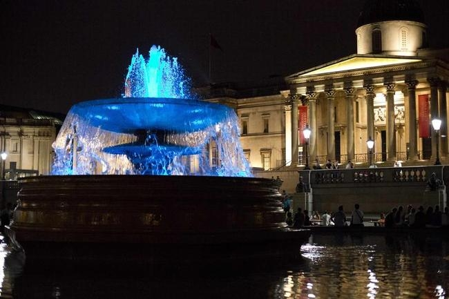 Trafalgar Square Fountain Water Looked Blue