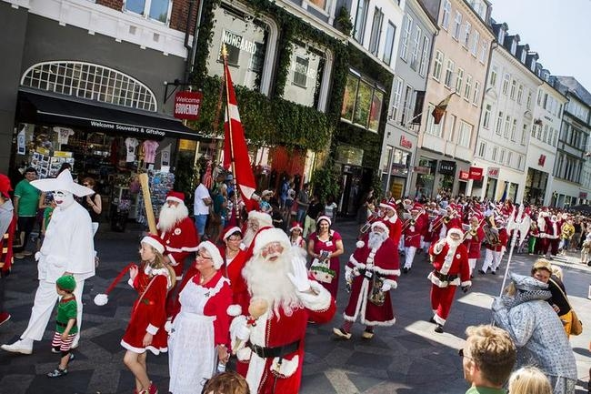 Santas Gather at World Santa Congress