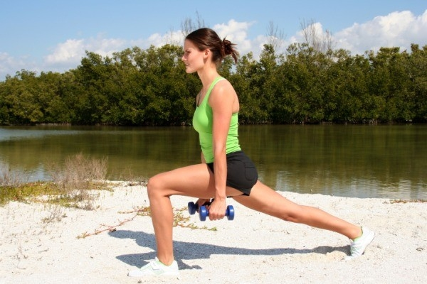 Workouts: 20 Best Workouts for Sexy Toned Thighs: Walking lunges