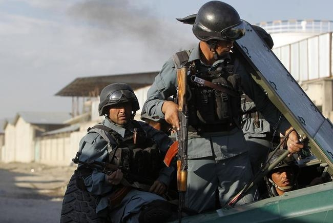Afghan policemen arrive at the site of an attack in Kabul