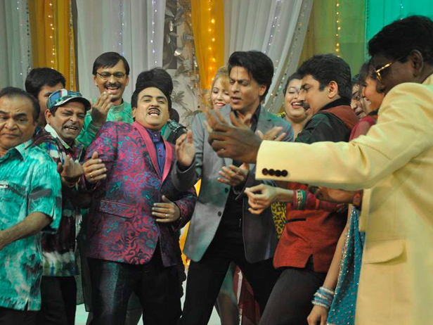 SRK with the cast of Taarak Mehta Ka Ooltah Chashmah