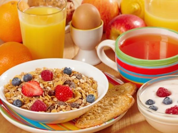 Healthy Food: Best Snack Under 100 Calories:Cereal and milk: