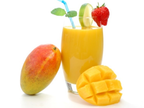 Healthy Food: Best Snack Under 100 Calories: Smoothie with fresh fruits: