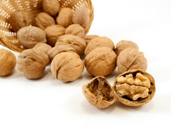 Heart Health: Foods to Cleanse Your Arteries:Nuts
