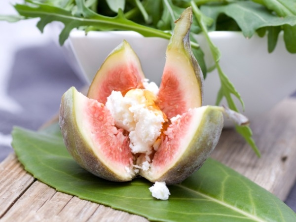 Healthy Food: Best Snack Under 100 Calories: Stuffed figs: