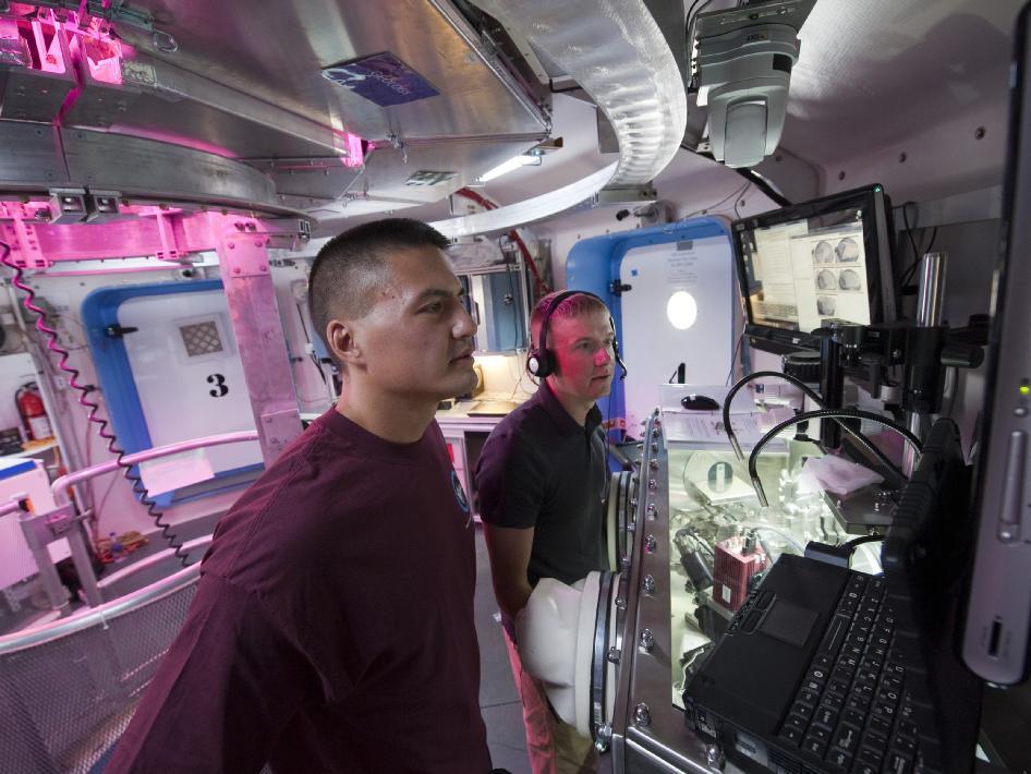 Inside the Deep Space Habitat GeoLab