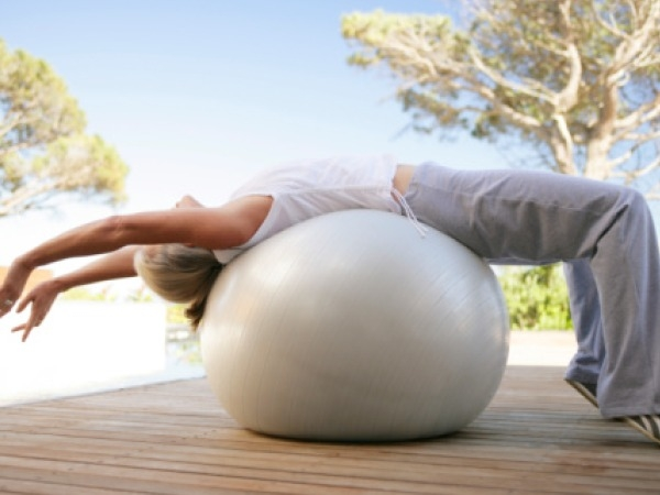 Exercise that Burn Stomach Fat Fast # 6: Exercise Ball Crunch