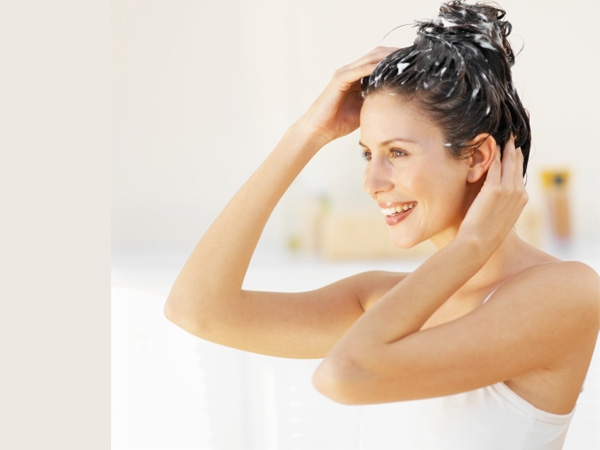 Homemade Beauty Treatments after Holi # 6: Smooth your hair with olive oil