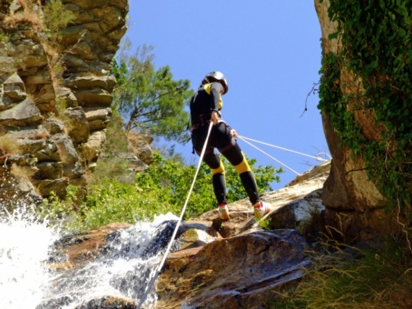 Safety tips for rappelling
