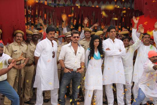 Ravi Kishan, Neil Nitin Mukesh, Tena Desae and Murli Sharma