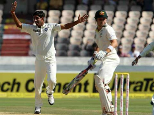 Bhuvneshwar Kumar celebrates the wicket of Ed Cowan