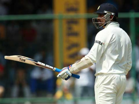 Murali Vijay celebrates his Fifty