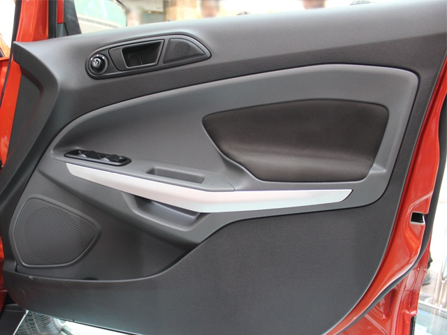 Door pads similar to those of the Fiesta