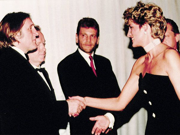 Diana attends the premiere of Christopher Columbus (1492).