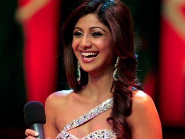 Celebrities Who Practise Yoga : Shilpa Shetty