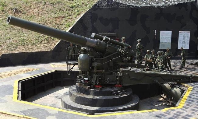 US-made 240 mm Howitzer M1