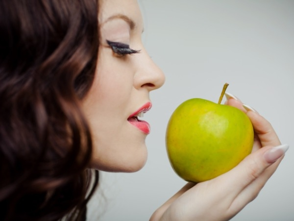 Dental care: 20 Tips for White Teeth : Eat fruits