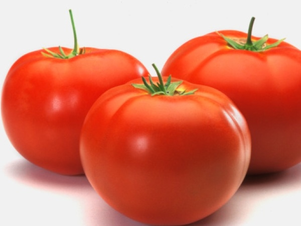Home Remedies for Skin problem # 3: Treat acne with tomato pulp