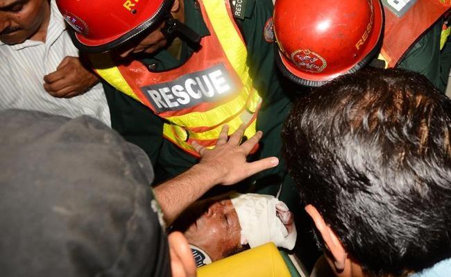 Pakistan Prays for Imran Khan