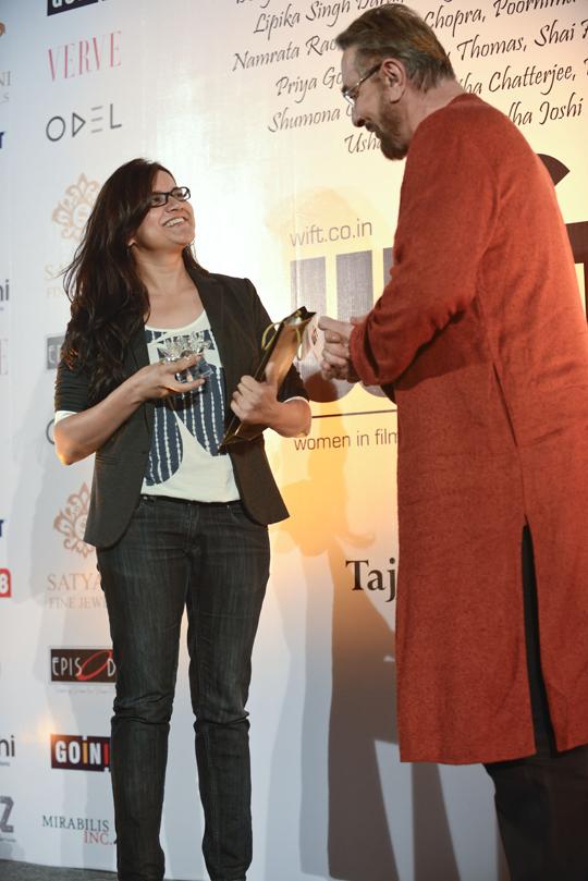 Namrata Rao being feleicitated by Kabir Bedi