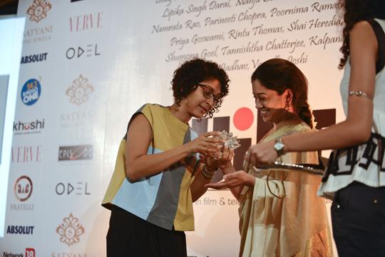 Kiran Rao felicitating Anjali Menon