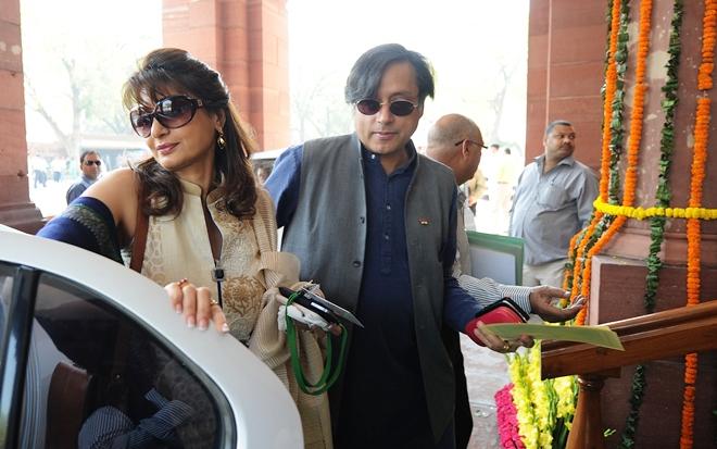 2010 Shashi Tharoor Resigns