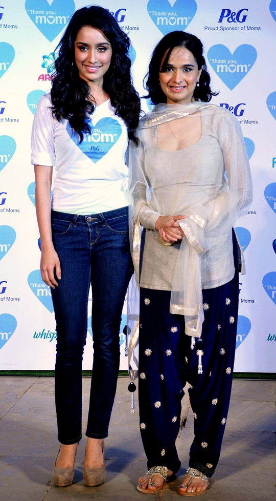 SHRADDHA KAPOOR WITH MOTHER SHIVANGI