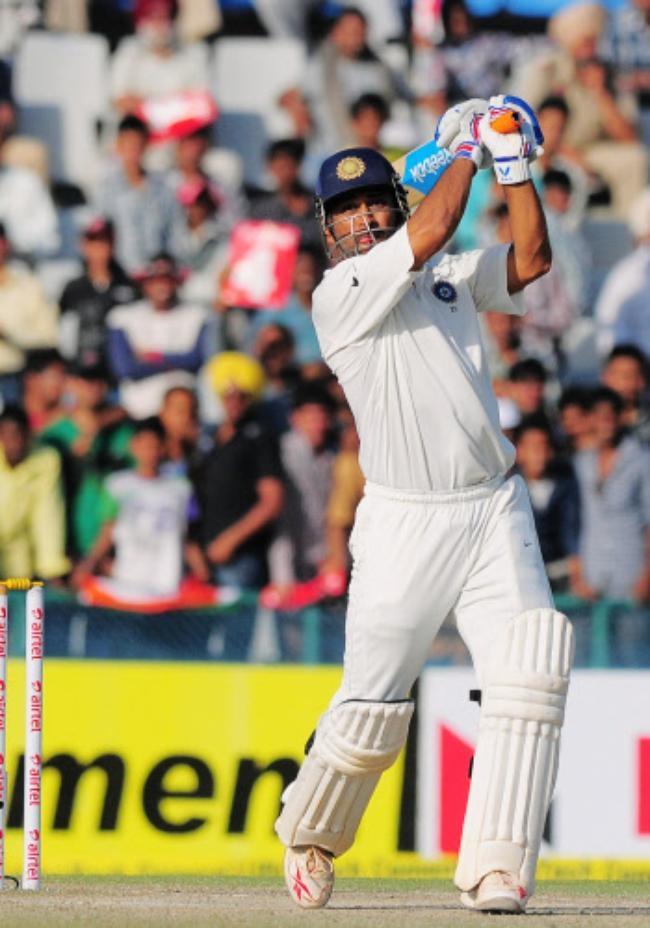Mahendra Singh Dhoni (Captain)
