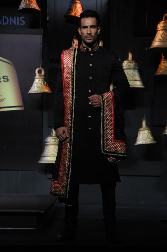 Bigg Boss fame Asif Azim walks for Vikram Phadnis.