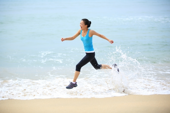 Workouts: 20 Best Beach Workouts for Fitness Sprints in Knee Level Water
