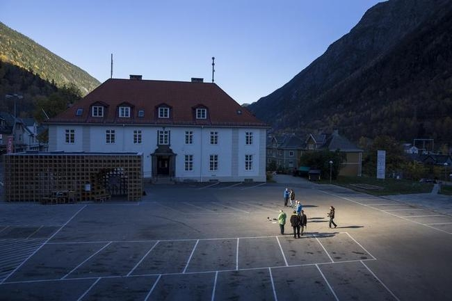 Giant Mirrors to Light Up Norwegian Town