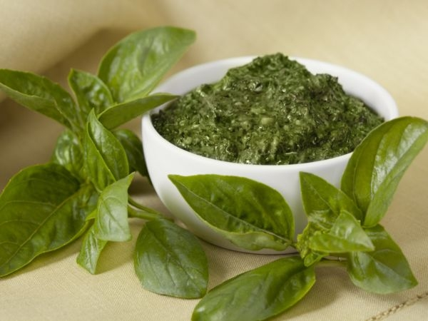 Best Home Remedy to Treat Acidity # 3: Basil leaves