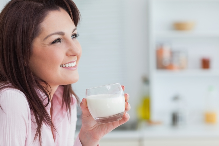 Best Home Remedy to Treat Acidity # 2: Glass of cold milk