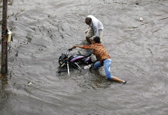 Heavy Rains Lash Ahmedabad