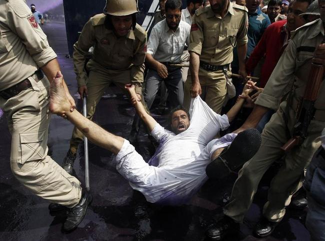 Jammu & Kashmir Government Employees, Police Clash in Srinagar