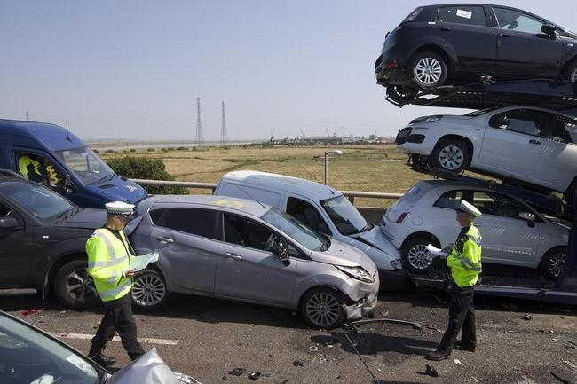 100 Cars Crash In Britain