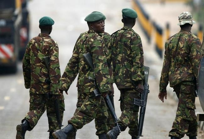 Kenyan soldiers walk towards the Westgate shopping centre in Nairobi