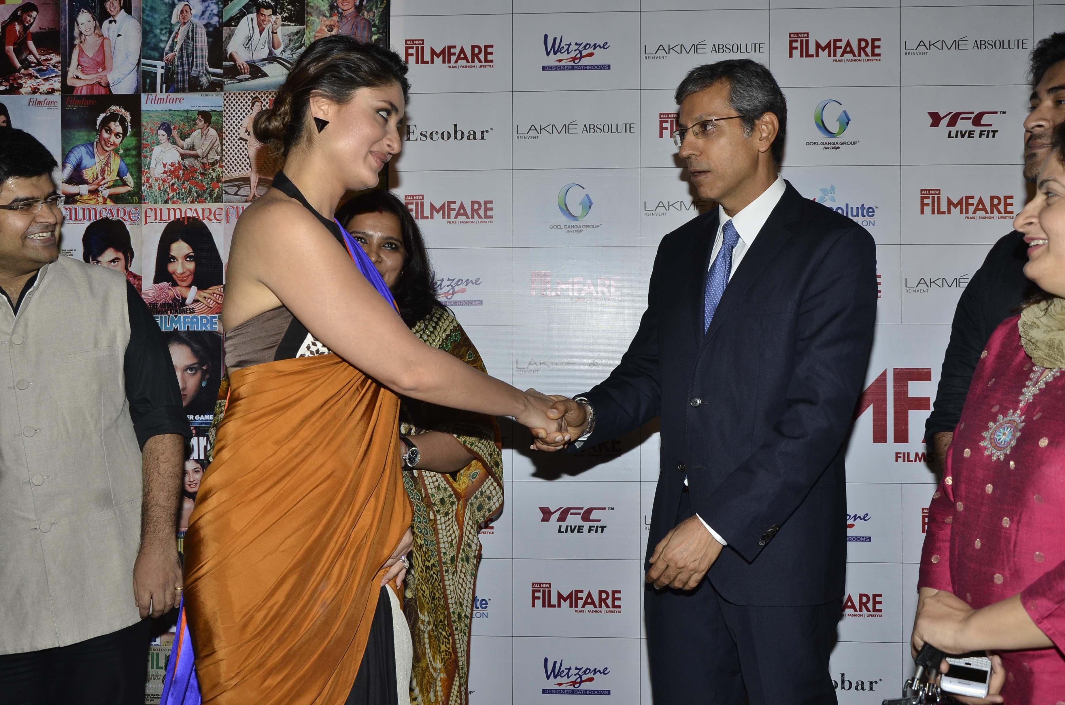 Kareena Gives The Saree A Sexy Twist - Indiatimescom-6459