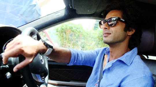 Shahid goes on a drive and revisits places from his struggler days