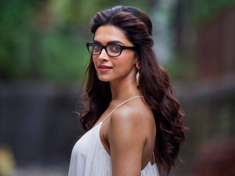 Hello Specs-y! Bollywood's Bespectacled Beauties ...