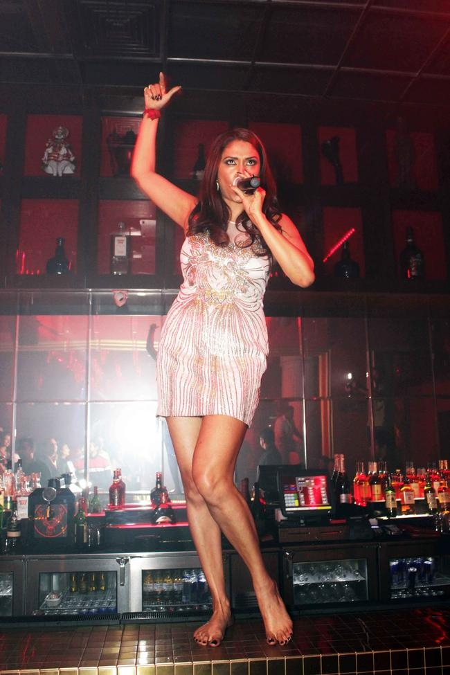 Pooja Misrra live in action