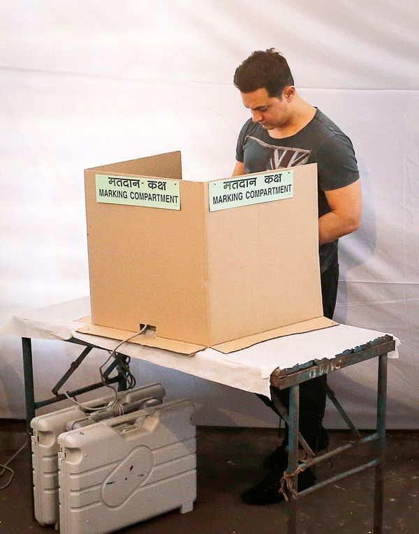 Aamir Khan votes in Lok Sabha Elections 2014