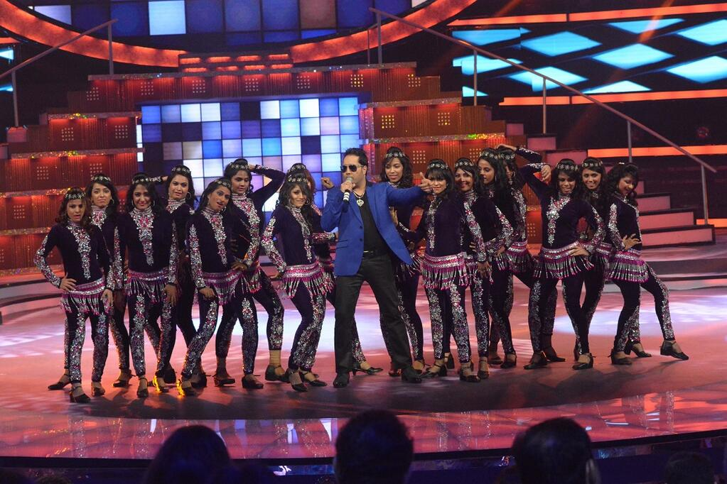 Mika Singh performed at the fbb Femina Miss India 2014.