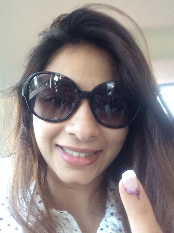 Tanishaa Mukerji votes in Lok Sabha Elections 2014