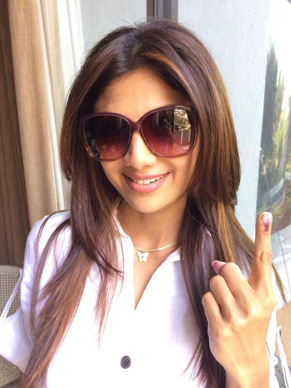 Shilpa Shetty votes in Lok Sabha Elections 2014