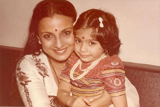 Tanishaa and Tanuja rare picture
